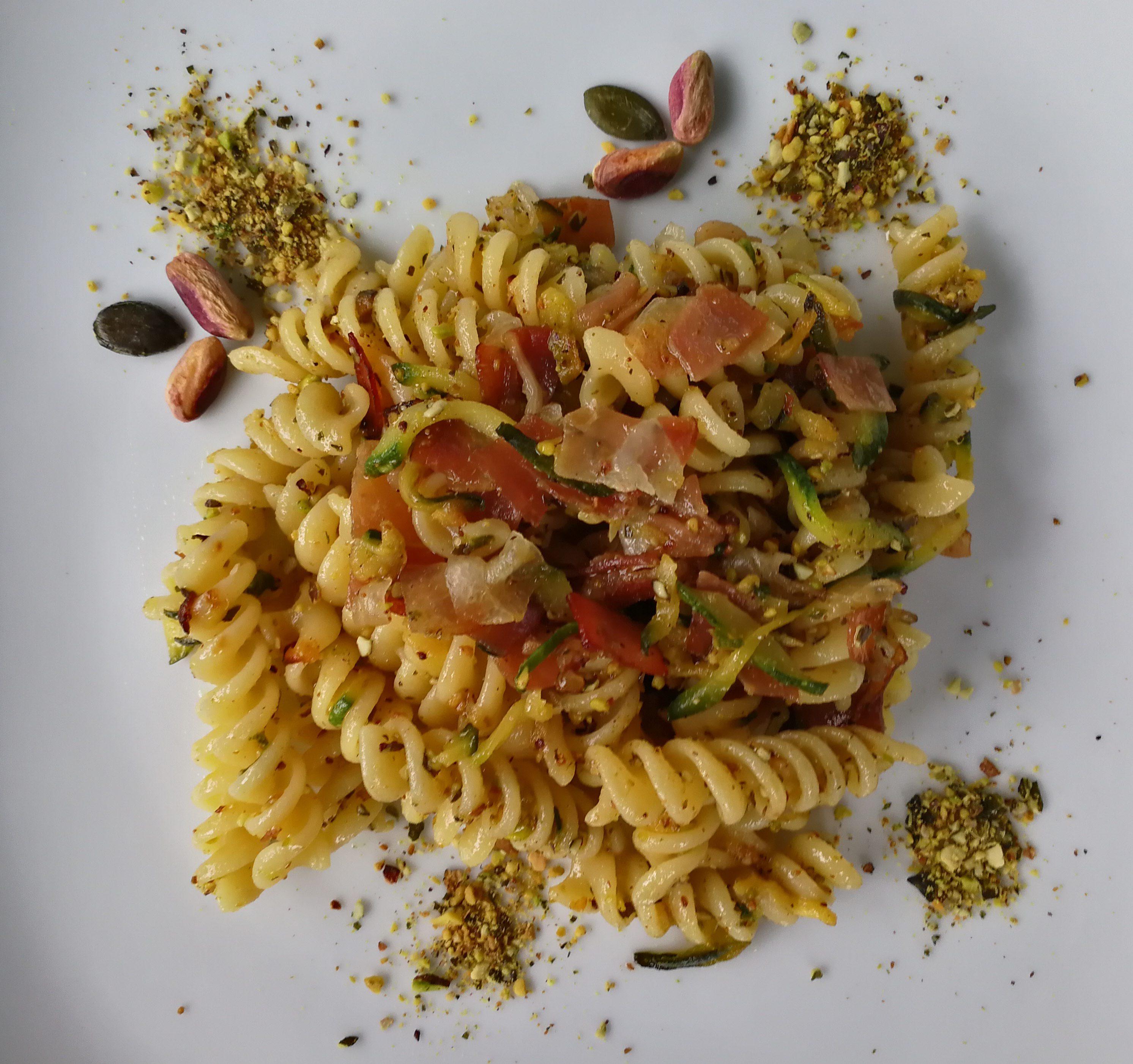 Fusilli Zucchina e Speck con Pistacchi e Semi di Zucca tostati